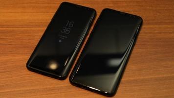 Links Samsung Galaxy S8, rechts das größere Galaxy S8+