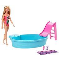 Barbie-Puppe und Pool